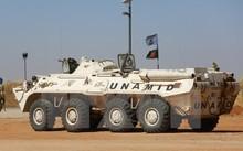 Binh sỹ thuộc UNAMID tuần tra tại Darfur. (Nguồn: AFP/TTXVN)