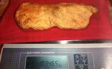 Thỏi vàng nặng 10,3kg tại Nga. Ảnh: The Sun
