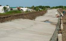 Công trình hơn 150 tỷ đồng đã hư hỏng sau vài tháng đưa vào sử dụng. Ảnh: Phúc Hưng.