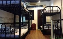 Một dorm cho thuê 150.000 đồng một giường một đêm tại TP HCM được cải tạo lại từ một căn nhà phố cũ diện tích nhỏ, đang quảng bá trên nhiều trang thông tin đặt phòng cho khách du lịch. Ảnh: N.T