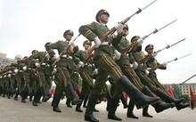 Quân đội Trung Quốc duyệt binh. Ảnh: Reuters.