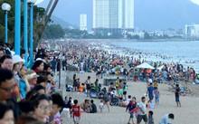 Khách du lịch nội địa đến Nha Trang trong dịp lễ chủ yếu từ TP HCM, khu vực miền Trung, Tây Nguyên, các tỉnh Miền Tây Nam Bộ và Hà Nội. Ảnh: Xuân Ngọc.