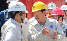 Ông Nguyễn Vũ Trường Sơn, Tổng giám đốc PVN trao đổi với người lao động trong tập đoàn .