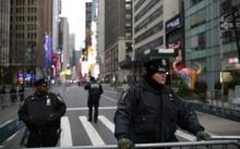 Các cảnh sát thuộc Sở Cảnh sát New York làm nhiệm vụ gần quảng trường Thời Đại tại Manhattan, New York - Ảnh: Reuters