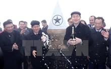 Chủ tịch nước Trần Đại Quang cùng các đại biểu chúc mừng Lễ thượng cờ tại cột mốc 3.143 m.