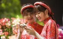 Chúc Tết anh em, bạn bè, người quen thuộc... là nét văn hóa đẹp của người Việt Nam.