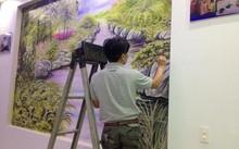 Ông Tuấn đang miệt mài tô vẽ, cố gắng hoàn thiện tác phẩm của mình trước Tết.