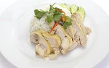 Các chuyên gia khuyến nghị người dân nên ăn cá và thịt gà 2-3 lần/tuần. Ảnh: livestrong.