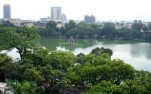 Các chuyên gia cho rằng việc nạo vét hồ Gươm cần giữ được màu xanh đặc trưng và hệ sinh thái của hồ.