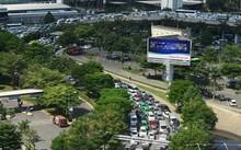 Đường Trường Sơn thường xuyên ùn tắc giao thông trong thời gian vừa qua.