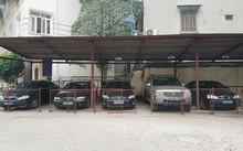 Ôtô biển xanh được niêm phong ở Sở Lao động - Thương binh và Xã hội Hà Nội để thực hiện khoán xe công.