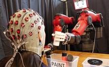MIT tạo ra robot Baxter có thể được kiểm soát bằng não người. Ảnh: MITCSAIL.