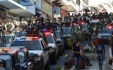 """Cảnh sát liên bang được điều động đến đảm bảo an ninh tại Veracruz (Mexico), một trong những điểm nóng về ma túy và là """"chiến địa"""" của các băng đảng tại Mexico. Ảnh: Reuters."""