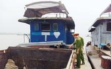 Dự án nạo vét kết hợp tận thu cát bị buông lỏng từ khâu lập dự án đến khâu kiểm soát thực hiện (Trong ảnh, một tàu khai thác cát trái phép bị bắt giữ tại Ba Vì - Hà Nội).
