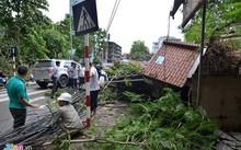 Cảnh ngổn ngang sau bão tại Hà Nội.