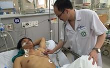 Ths.Bs. Lê Quang Thuận thăm khám cho bệnh nhân Chu Văn V.