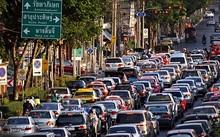 Người dân Bangkok đang đối mặt với tình trạng ùn tắc giao thông trầm trọng, với lượng ôtô ngày càng tăng trong khi không gian đi lại không thể đáp ứng. Ảnh: bangkokexpatlife.com.