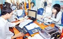 Người dân quan tâm nhất là chất lượng phục vụ của cơ quan quản lý nhà nước (Trong ảnh: Làm thủ tục tại Trung tâm hành chính tỉnh Hà Nam).