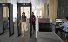 Sáng 31/1, hệ thống kiểm tra an ninh ở trụ sở UBND TP bắt đầu thử nghiệm.
