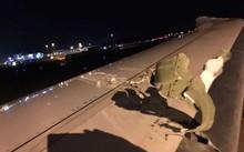 Máy bay của hãng Scoot bị hư hại ở phần cánh sau cú va quẹt. Ảnh: CNA.
