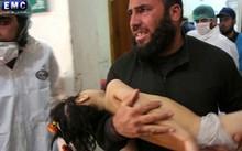 Một em bé là nạn nhân của cuộc tấn công bằng vũ khí hóa học ở Syria hôm 4/4.