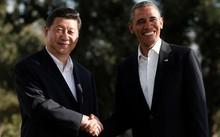 Chủ tịch Trung Quốc Tập Cận Bình (trái) bắt tay cựu tổng thống Mỹ Barack Obama trong chuyến đến Mỹ năm 2013. Ảnh: Reuters.