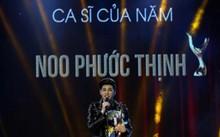Noo Phước Thịnh với giải thưởng Ca sỹ của năm.