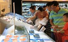 Nhiều khách lựa chọn siêu thị dịp lễ vì giá cả ổn định, nhiều khuyến mãi, lại mát mẻ, sạch sẽ… (ảnh tại hệ thống siêu thị Lotte)