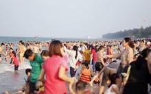 Hơn 15 vạn du khách đến với biển Cửa Lò trong 4 ngày qua.