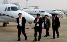 Các đại gia Trung Quốc mua chuyên cơ để di chuyển ra nước ngoài. Ảnh: NY Times