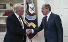 Tổng thống Mỹ Donald Trump và Ngoại trưởng Nga Sergei Lavrov tại Nhà Trắng. Ảnh: AFP