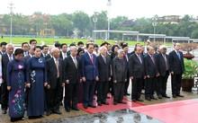 Đoàn đại biểu Ban Chấp hành Trung ương Đảng, Chủ tịch nước, Quốc hội, Chính phủ, Ủy ban Trung ương MTTQ Việt Nam đã vào Lăng viếng Chủ tịch Hồ Chí Minh và dâng hương tưởng niệm các Anh hùng liệt sĩ.