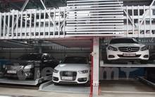 Xe ôtô gửi tại giàn đỗ xe bằng thép tại đường Trần Nhật Duật.