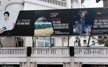 Pano quảng cáo Viêt Nam có hình ảnh Lý Nhã Kỳ.