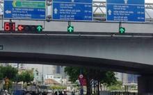 Tại giao lộ Nguyễn Thái Học - Võ Văn Kiệt, quận 1, TP.HCM đã được lắp biển báo song ngữ Việt .