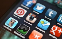 Vào mạng xã hội nhiều, người trẻ mắc chứng bệnh gì?