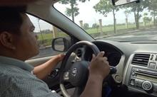 Anh Nguyễn Thế Cường thực hành lái ô tô.