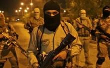 Phiến quân IS ở Mosul, Iraq. Ảnh: Reuters.