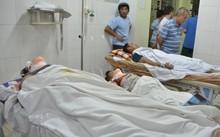 7 người bị thương được đưa đi cấp cứu.