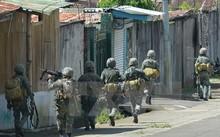 Hải quân Philippines trong chiến dịch truy quét phiến quân ở thành phố Marawi. (Nguồn: AFP/TTXVN)