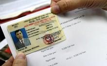 Theo quy định từ 1/6, giấy phép lái xe phải được đổi trước khi hết hạn.