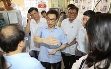 Phó Thủ tướng Vũ Đức Đam thị sát mô hình Phòng khám gia đình Trung tâm y tế phường 16, quận 4 , TP Hồ Chí Minh.