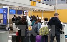 Hành khách làm thủ tục tại quầy của United Airlines ở sân bay Chicago, bang Illinois.