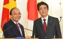 Thủ tướng Nguyễn Xuân Phúc và Thủ tướng Nhật Bản Shinzo Abe họp báo chung sau hội đàm. Ảnh: VGP