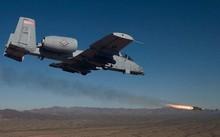 A-10 phóng tên lửa yểm trợ hỏa lực tầm gần. Ảnh: WATM.