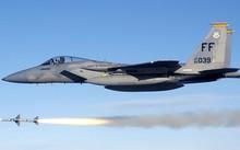Tiêm kích F-15 của Mỹ diễn tập phóng tên lửa: Ảnh: US Air Force.