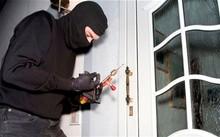 Đột nhập nhà dân trộm gần 2 tỷ đồng