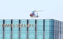 Trực thăng VNH South hạ cánh trên nóc tòa nhà Times Square. Ảnh: VNHS.