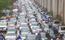 TP Hà Nội vẫn tồn tại nhiều điểm ùn tắc giao thông vào giờ cao điểm. Ảnh minh hoạ