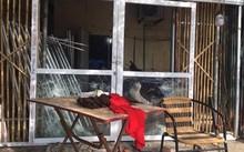 Ngôi nhà của gia đình anh Dũng bị đập phá.